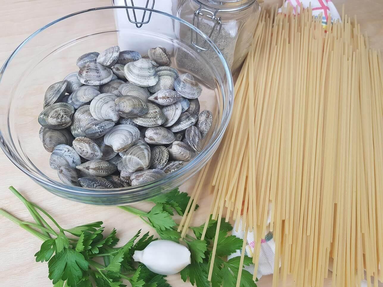 Ingredienti per spaghetti alle vongole