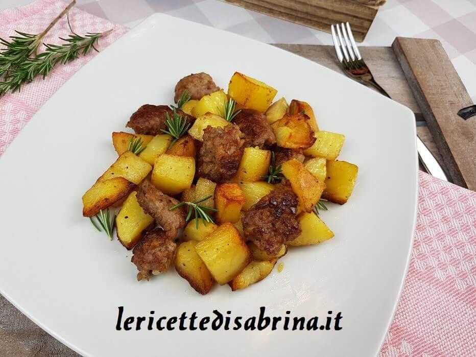 Patate e Salsiccia In Padella