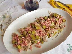 Bistecca di Maiale con Cetriolini e Prosciutto