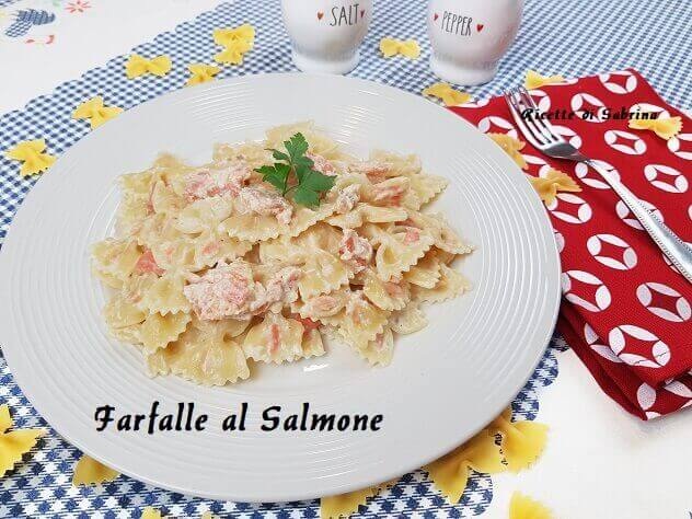 RICETTA FARFALLE AL SALMONE