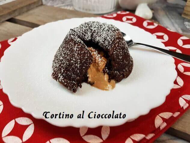 TORTINO AL CIOCCOLATO CON CUORE MORBIDO AL CARAMELLO