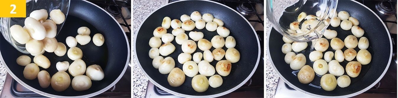 Fare rosolare le Cipolle e versare la miscela di Acqua, Aceto e Zucchero