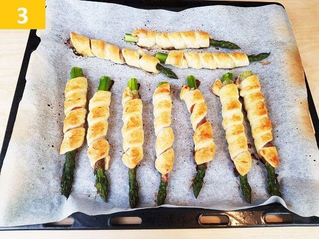 Servire gli Asparagi in Pasta Sfoglia e Speck